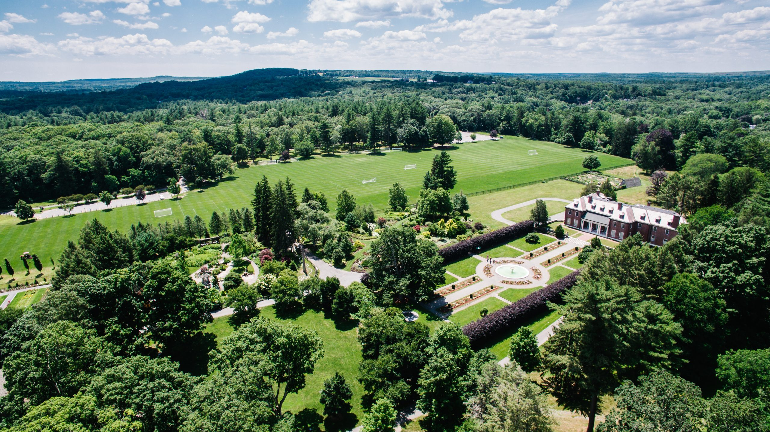 Image of The Gardens at Elm Bank – picturesque property along the Charles River that includes 36 acres of gardens, open fields, and historic buildings. Photo credit: DouglasOLyons Image, courtesy of Massachusetts Horticultural Society.