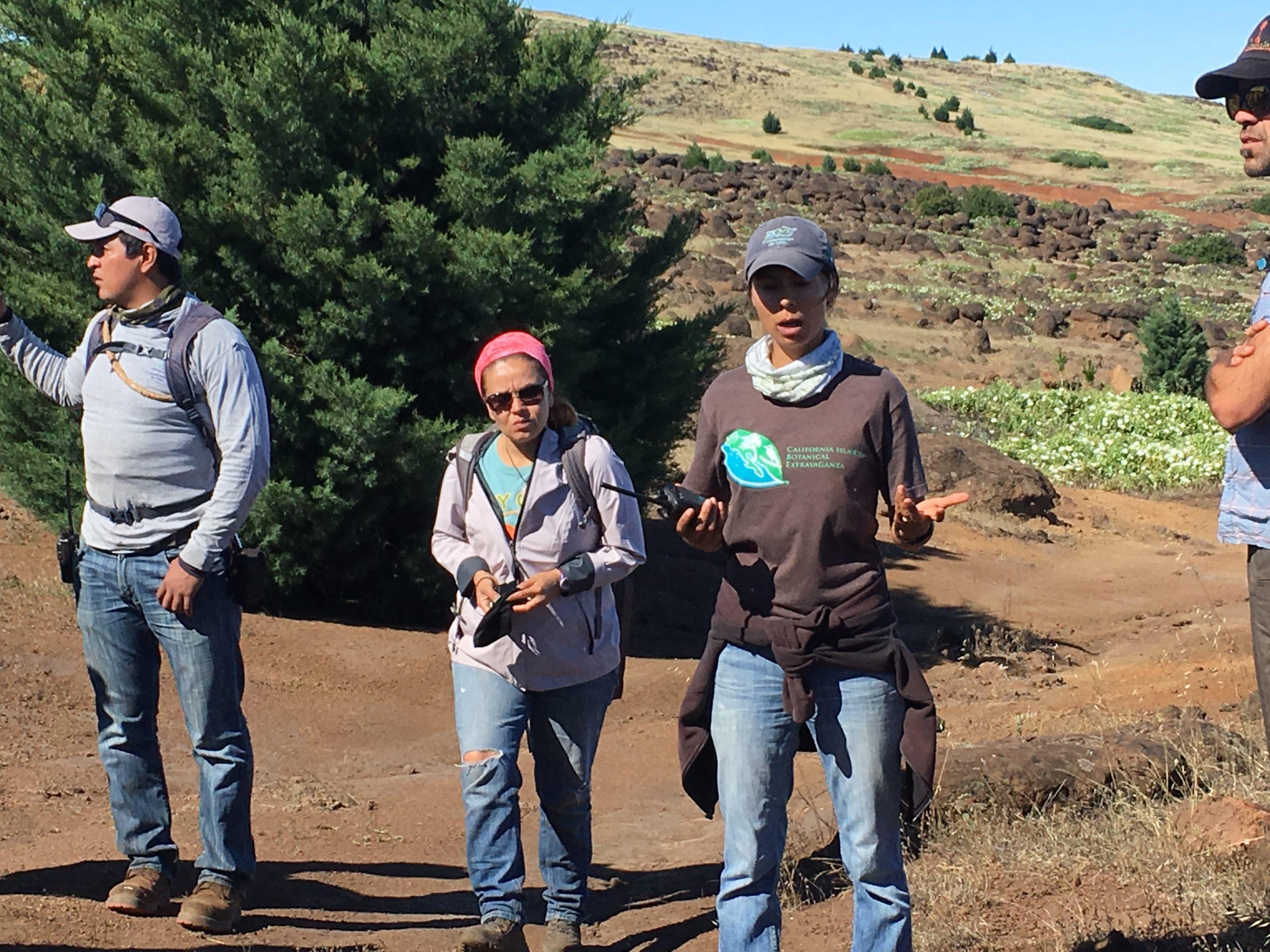 Dr. Luciana Luna Mendoza, Directora de Ecologia, Grupo de Ecologia y Conservacion de Islas, explains the restoration work.